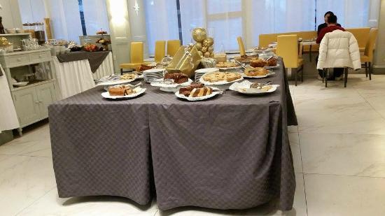 Grand Hotel Fleming: Buffe colazione abbondantissimo e buonissimo