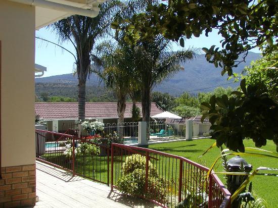 Aloma House: Garden and mountain view