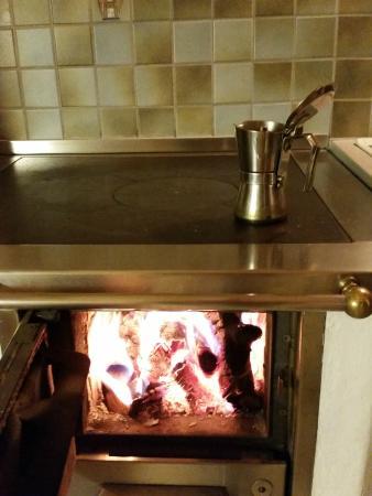 Oberschererhof: la stufa in cucina