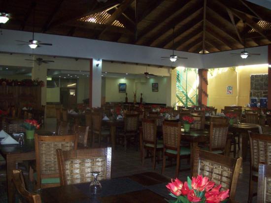 Coop Marena Beach Resort: comedores