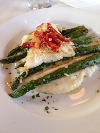 Pacific Blues Cafe : Halibut special.