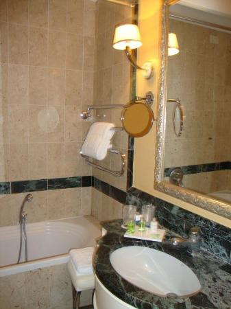 NH Firenze Anglo American: Hotel Bathroom