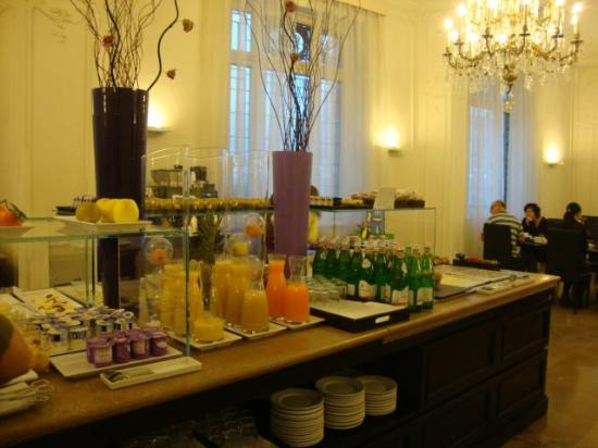 NH Firenze Anglo American: Breakfast Hotel