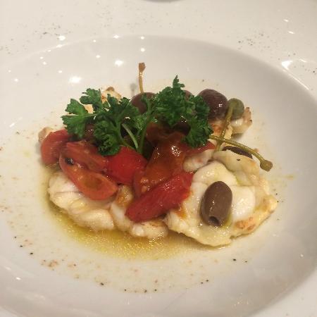 Seriate, Italie : Pescatrice olive, capperi e pomodorini