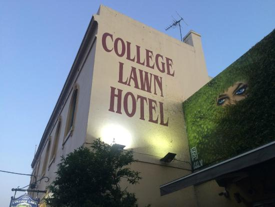 Welcome to College Lawn Hotel!