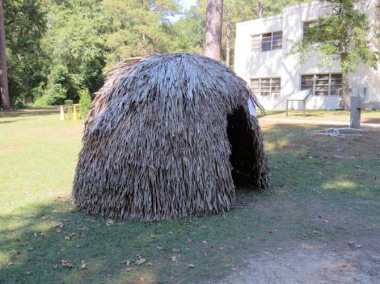 Ocmulgee National Monument A Mississippian Hut