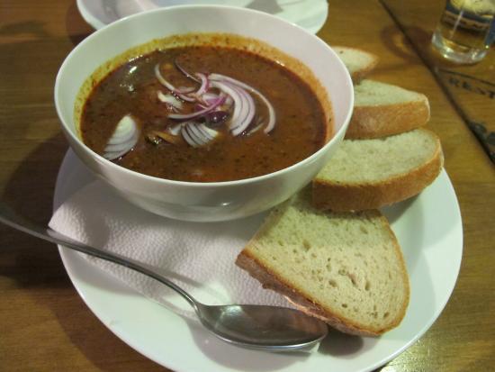 U vsech certu: zuppa di goulash