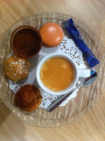 Caf gourmand picture of restaurant l 39 ardoise mazan for Service cafe gourmand ardoise