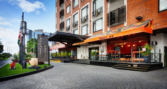 Lancaster House: Hotel Facade
