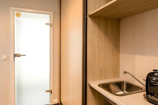 Sleep In Hostel & Apartments: Mini kuchnia w apartamencie ratuszowym