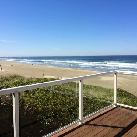 Elizabeth Oceanfront Suites: View from the deck off of our oceanfront pool