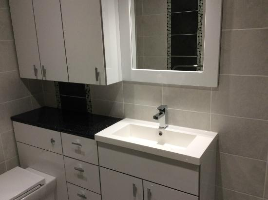 Melrose Guesthouse: New bathroom furniture for family ensuite