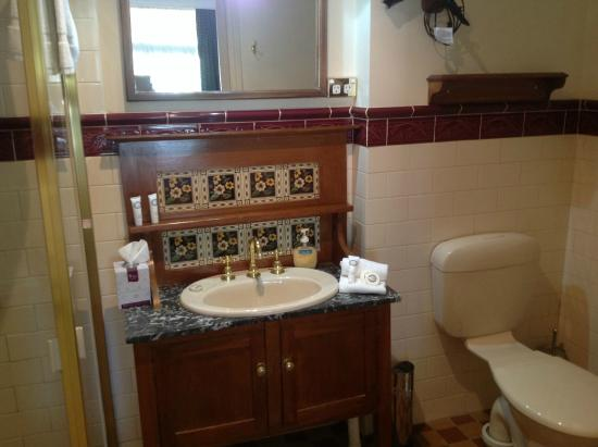 Victoria House Motor Inn: Bathroom