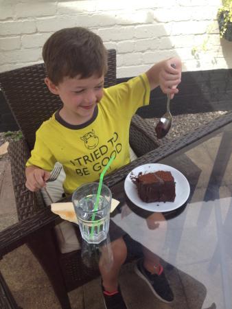 Vanilla Coffee: Great chocolate cake at Vanilla