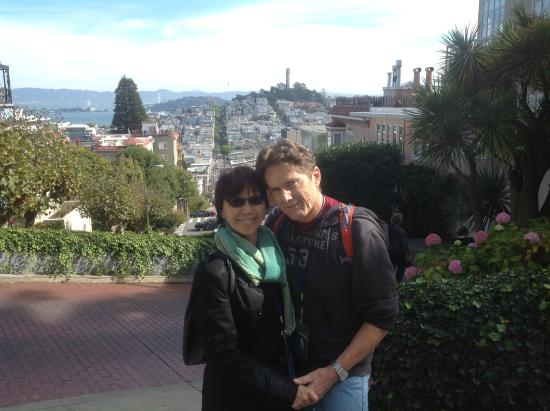The Real S.F. Tour: Top of Lombard Street