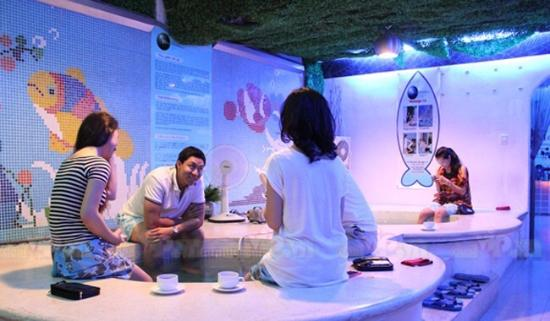 Fish spa area picture of blue moon spa ho chi minh city for Fish spa near me