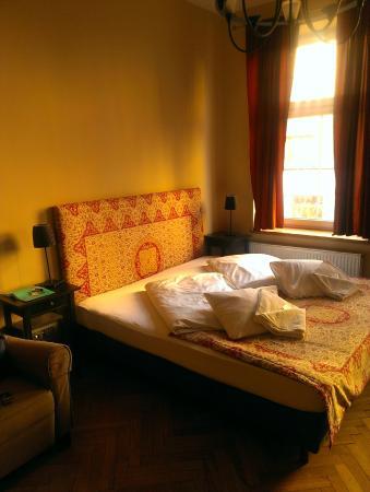 Nobel Suites : bed