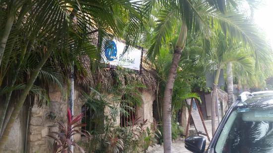 Luna Blue Hotel: Front entrance.