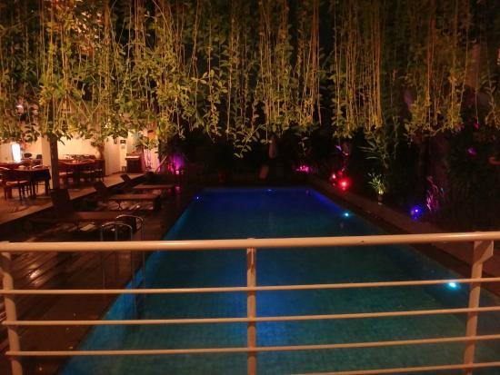 دليما هوتل آند فيلاز: Pool side