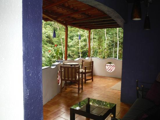Agua Inn: Breakfast on the balcony overlooking the jungle.