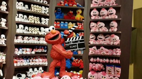souvenir shop - Picture of Universal Studios Japan, Osaka ...