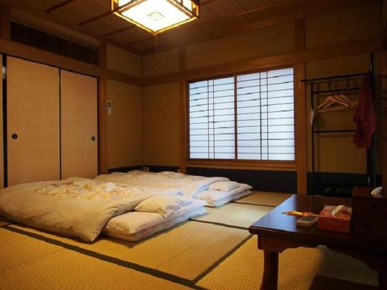 Kamuroan 和室16畳の寝室 8畳 Japanese Style Set Up