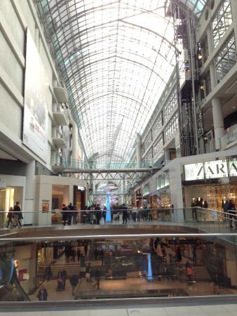 CF Toronto Eaton Centre: Luz!!!