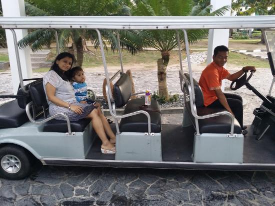Bintan Lagoon Resort: Family in resort Buggy