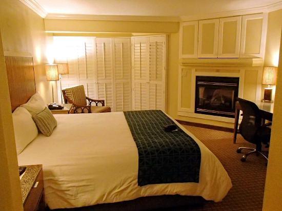 Inn at Morro Bay: King fireplace room 200s