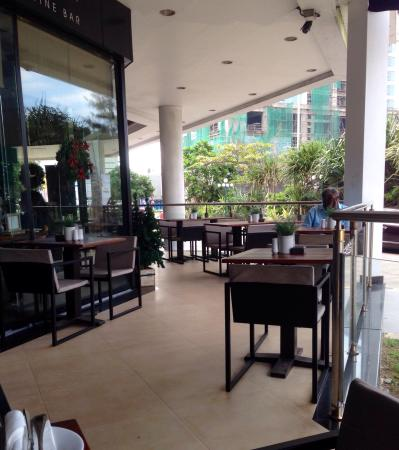 Sugar Bistro & Wine Bar : The terrace