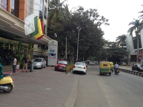 The President Hotel : ouple of roads in front, only quite first morning on Sunday