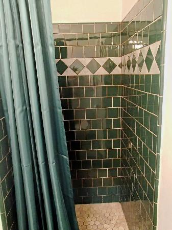 Morro Crest Inn: Shower view