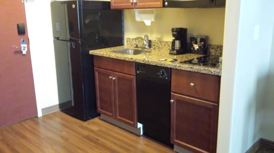 Days Inn and Suites Sherwood Park Edmonton: in-suite kitchen amenities