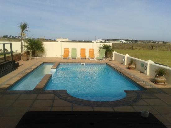 The Wacky Bush Lodge: Pool