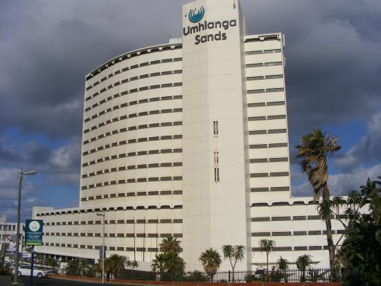 uMhlanga Sands Resort: Hotel from street area.