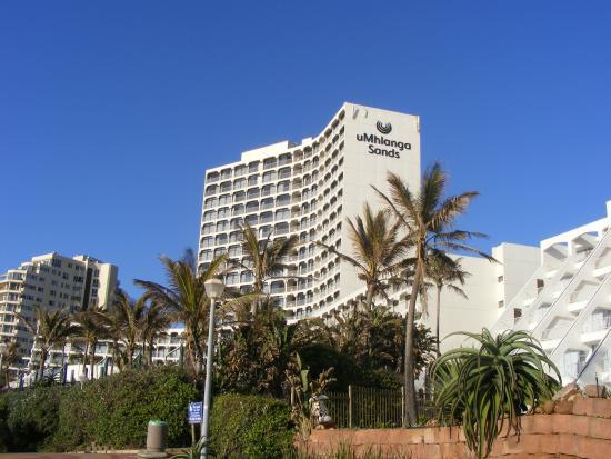 uMhlanga Sands Resort: Hotel from public walkway area.