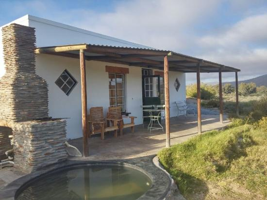 Tanagra Wine + Guestfarm: Hill Cottage Overview