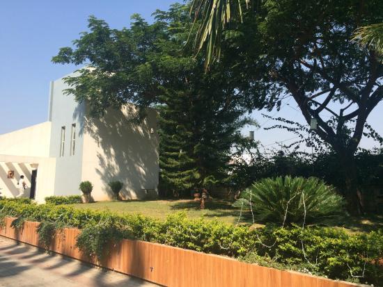 Orritel Hotel & Service Apartments: Villa and garden