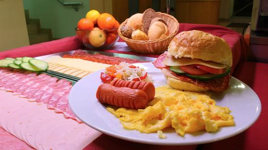 Jagello Business Hotel: Buffet breakfast