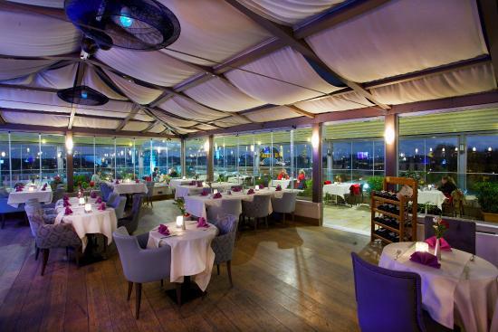 Pierre Loti Hotel: Roof Restaurant
