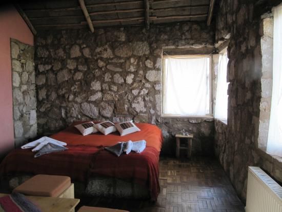 Tayka - Hotel de Piedra: habitacion