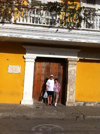 Porta principal Casa Pombo Hotel- é preciso chamar o recepcionista para abrir a porta de entrada