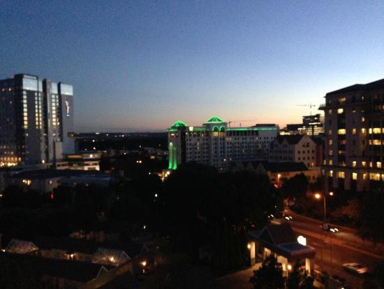 Holiday Inn Sandton - Rivonia Road: Holiday Inn at night..