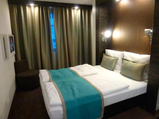 Motel One Frankfurt-Niederrad: Bed