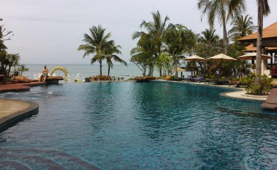 Sea Sand Sun Resort And Villas: Pool and Beach