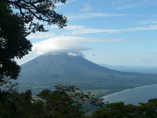 Finca Magdalena : View towards Volcano Concepcion