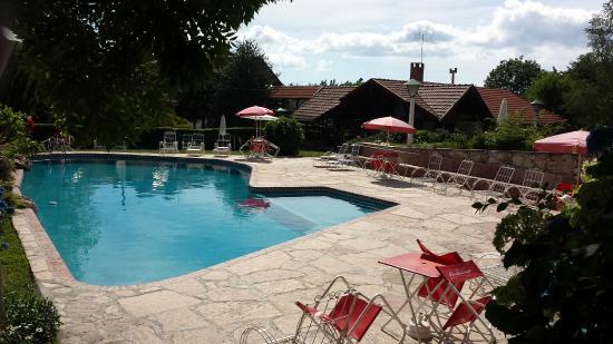 Hotel & Resort La Cumbrecita: Poolarea Hotel la Cumbrecita: relax to the max!