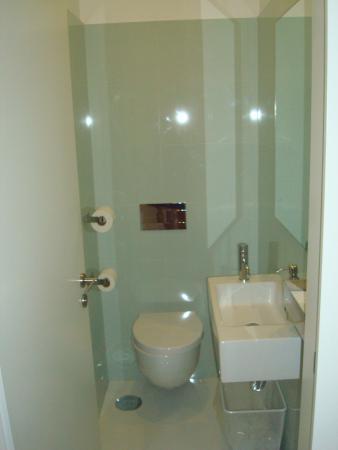 Porto Lounge Hostel & Guesthouse : Sanitário