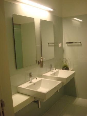 Porto Lounge Hostel & Guesthouse: Banheiro Ducha