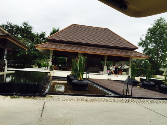 AKA Resort & Spa: Lobby